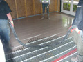 Self leveling screed with underfloor heating